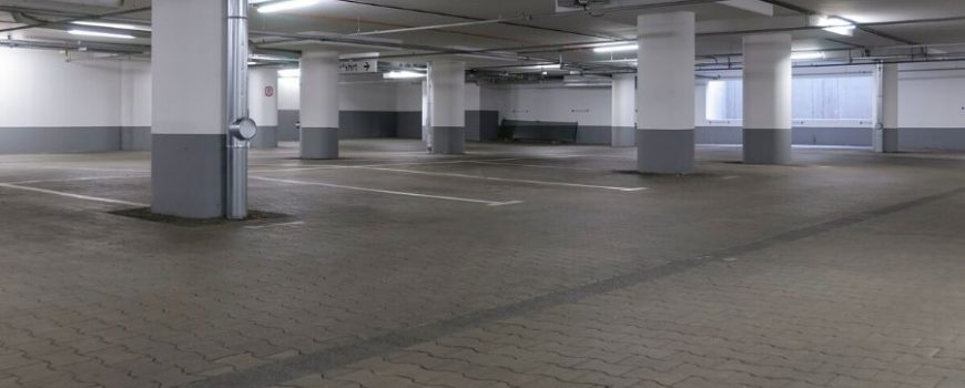 airport parking garage 900x600